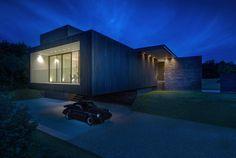 Black House / AR Design Studio. Photograph by Martin Gardner