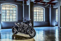 La Ducati Diavel Carbon 2016 ouvre les portes de l'enfer - http://www.leshommesmodernes.com/ducati-diavel-carbon-2016/