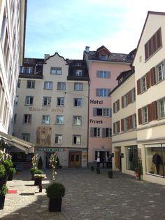 Hotel Freieck super hotel in het oude centrum van Chur. Historisch gebouw met moderne kamers en een gezellige bar.