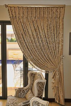 Design is such a creative endeavour that it's no wonder new and great ideas pop up each and every day. Dining Room Drapes, Lounge Curtains, Living Room Decor Curtains, Luxury Curtains, Living Room Furniture Arrangement, Home Curtains, Curtains With Blinds, Valance, Classic Curtains