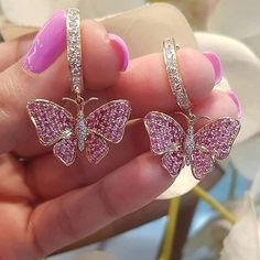 These butterfly earrings can brighten anyones day! Rose Gold Jewelry, Gems Jewelry, Cute Jewelry, Unusual Jewelry, Modern Jewelry, Bridal Necklace, Bridal Jewelry, Princess Jewelry, Hanging Earrings