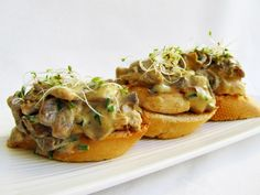 Tapas de foie gras con salsa de champiñones al jerez
