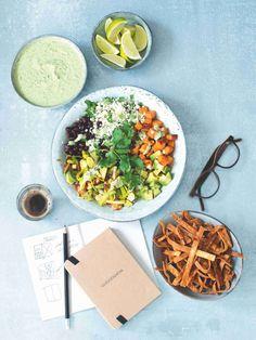 """""""Fotek nejrůznějších Buddha bowls, jak se misce se spoustou zeleniny, luštěnin či masa říká, je plný Instagram. Recept jsem dlouze vybírala, ale výsledek stojí za to,"""" prozrazuje bývalá šéfredaktorka Marie Holobrádková. Buddha, Instagram"""