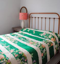 turn a vintage sheet into a striped quilt! :) I think this would be a great quilt for a g-child out of mama or daddy's sheet when she was young! Striped Quilt, Embroidered Quilts, Casa Real, Vintage Sheets, Diy Décoration, My New Room, Cottage Chic, Quilt Making, Quilting Projects