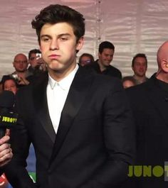 He always makes the funniest faces . Shawn Mendes ❤️