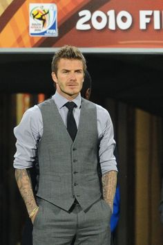 Elaborated: you worked hard and we can see it! The result is very good! Tailored Jacket, Tailored Suits, David Beckham Style, Unique Fashion, Mens Fashion, Good Student, Formal Wear, Homecoming, Gentleman