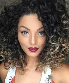 Nathalie Barros é uma colorida assumida em seus looks, no blog veja algumas inspirações.