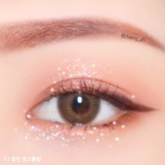 [ E y e s W e e k ] Twinkle ✨ asbetre asianbeautytrend makeup makeuptips kbeauty ktrend cosmetics lips hotlipstick bbia summerlips eyemakeup 00's Makeup, Makeup Is Life, Makeup Inspo, Eyeshadow Makeup, Makeup Cosmetics, Beauty Makeup, Cool Makeup Looks, Cute Makeup, Pretty Makeup