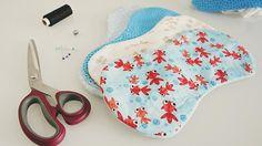 Ein Spucktuch für ein Baby nähen ist echt nicht schwer. Mit dieser DIY Schritt für Schritt Anleitung bekommt das bestimmt jeder hin!