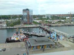 Die Hörnbrücke ist eine dreigliedrige Faltbrücke (Dreifeldzugklappbrücke) für Fußgänger über die Hörn im Hafen der Landeshauptstadt Kiel | Foto: Rotkäppchen (first pinned by copyright holder)