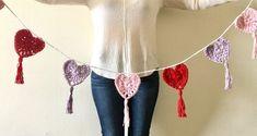 DIY Valentine's Day Bunting - Hobium Blog Crochet Bunting, Love Crochet, Crochet Hearts, Diy Valentine, Valentine's Day Diy, Different Patterns, Needlework, Free Pattern, Crochet Necklace