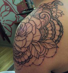Inspiration for my rose mandala tattoo 🌹 Shoulder Cap Tattoo, Mandala Tattoo Shoulder, Shoulder Tats, Rose Shoulder Tattoos, Rose Tattoos, Flower Tattoos, Body Art Tattoos, Flower Outline Tattoo, Thigh Tattoos