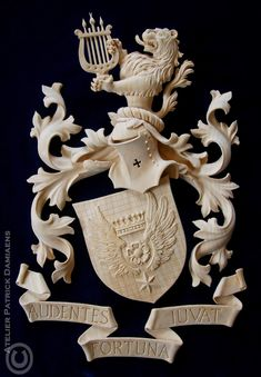 ORNAMENTAL WOODCARVER Patrick Damiaens: Carved Family coat of arms | CREST CARVED IN WOOD | Heraldry carved in wood | Custom Carved coat of arms