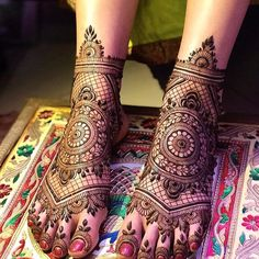 Give a perfect touch to your bridal appearance by having beautiful and simple mehndi designs for legs. These bridal mehandi designs for feet/foot will surely bring you tons of attention! Mehandi Designs, Leg Henna Designs, Latest Bridal Mehndi Designs, Mehndi Designs Feet, Stylish Mehndi Designs, Dulhan Mehndi Designs, Wedding Mehndi Designs, Mehndi Design Pictures, Beautiful Mehndi Design