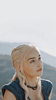 Trendy Games Of Thrones Khaleesi Art Game Of Thrones Khaleesi, Game Of Thrones Tattoo, Game Of Thrones Poster, Game Of Throne Daenerys, Got Game Of Thrones, Emilia Clarke Daenerys Targaryen, Daenerys Targaryen Aesthetic, Game Of Thones, Winter Is Here