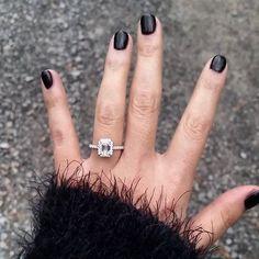 ideas wedding rings emerald halo for 2019 Classic Engagement Rings, Platinum Engagement Rings, Engagement Ring Cuts, Wedding Engagement, Wedding Bands, Wedding Ring, Dream Wedding, Solitaire Engagement, Trendy Wedding