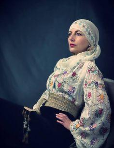 Romanian princess in folk costume, Folk Costume, Costumes, Merry Widow, Folk Fashion, Fashion Today, Folk Art, Cover Up, Romania, How To Wear