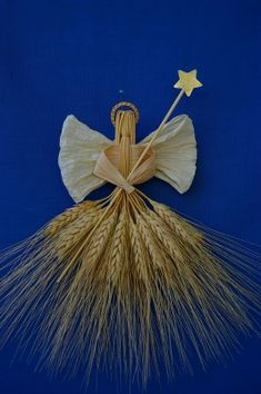 Bright Blessings Angel I just love this Angel. I think anyone who receives… Christmas Tree Toppers, Christmas Decorations, Christmas Ornaments, Simple Christmas, Christmas Time, Corn Husk Crafts, Corn Dolly, Lavender Crafts, Straw Crafts