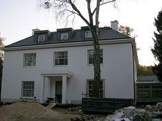 Łupek dachowy, łupek kamienny, łupek naturalny, dach z łupka Mansions, House Styles, Home Decor, Decoration Home, Room Decor, Fancy Houses, Mansion, Manor Houses, Mansion Houses
