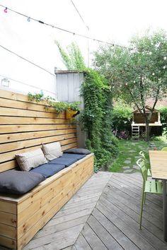 fabriquer banquette patio make patio bench Patio Bench, Diy Bench, Patio Seating, Diy Patio, Backyard Patio, Deck Storage Bench, Banco Exterior, Deck Over Concrete, Garden Ideas To Make