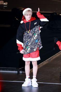 jay wear a santa hat. Chanwoo Ikon, Kim Hanbin, Yg Artist, Jay Song, Ikon Kpop, Ikon Debut, Kim Jin, K Idol, Yg Entertainment