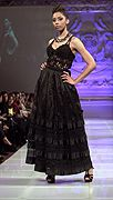 Lea Mona Modeshow Herbst 2013 NYC - #mode #catwalk #laufsteg #modewoche #couturemodewoche #modewochenewyork #kleid #einmalig #leamona #kunst #models couturefashionweek.com