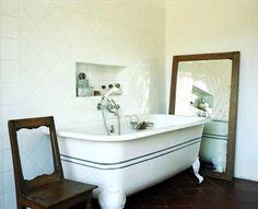 bathroom. Great Tub!