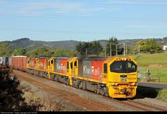 Net Photo: 9481 KiwiRail DL at Near Auckland, New Zealand by John Russell South Pacific, Pacific Ocean, State Of Arizona, Train Pictures, Diesel Locomotive, Train Station, Auckland, Kiwi, New Zealand