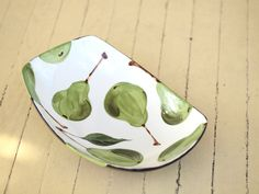 PEAR SERVING DISH