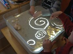 "Is a Light Box DIY light box with sand - plastic tub with light inside. fill the cover with sand & have fun ("",)DIY light box with sand - plastic tub with light inside. fill the cover with sand & have fun ("",) Sensory Table, Sensory Bins, Sensory Activities, Sensory Play, Learning Activities, Preschool Activities, Reggio Emilia, Licht Box, Light Board"