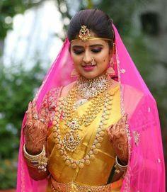 Bride in Long Ram Leela Haram Mango Set South Indian Bride, Indian Bridal, Indian Jewellery Design, Gold Jewellery, Jewellery Designs, Indian Jewelry, Jewelery, Golden Saree, Indie