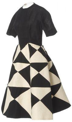 * Balenciaga robe de jour automne-hiver 1952-1953  Organdi plissé « fil de fer » de Lamarre