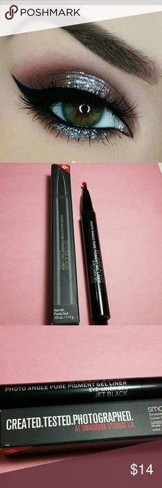 Smashbox photo angle pure pigment gel liner Smashbox photo Angle Pure Pigment gel liner  **Perfect for cat eye** Color~ Jet Black  36 hour wear  Authentic & Brand New  Retail Price $26 Smashbox Makeup Eyeliner