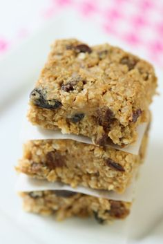 Delicious and easy no-bake energy bars! INGREDIENTS: 2 1/2 cups rolled oats. 1/2 cup peanut butter (or other nut butter).1/3 cup honey. 1/2 cup raisins1/2 cup chopped dates. 1/2 cup sweetened coconut flakes. 1 teaspoon hazelnut extract. 1 teaspoon salt