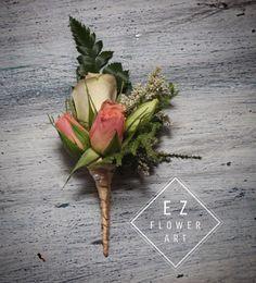 Boutonniere romántico con listón de seda. #flowerdesign #ezflowerart #florist #mexicanflorist #rose #love #boutonniere #weddingflowers #wedding