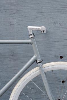 nice!!!...white & grey fixie