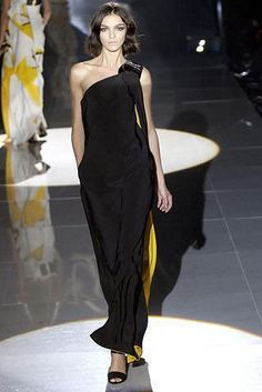 Jessica Alba wearing Gucci Black and Yellow Dress.