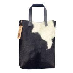 Koeienhuid tas handgemaakt door Tuttinero. Cowhide bag handmade by Tuttinero.