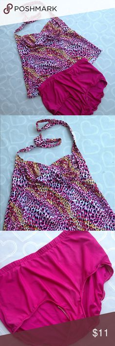 Women's swimsuit size 2X EUC women's two piece tankini swimsuit size 2X-- looks like a one piece when wearing Swim