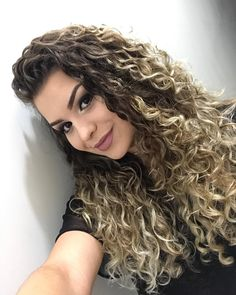 Discover recipes, home ideas, style inspiration and other ideas to try. Curly Hair Styles, Curly Hair Care, Long Curly Hair, Wavy Hair, New Hair, Natural Hair Styles, Highlights Curly Hair, Hair Color Balayage, Cabelo Ombre Hair