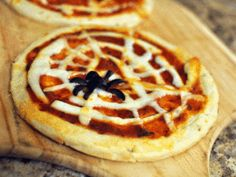 Halloween dinner recipes: Spider web pizzas