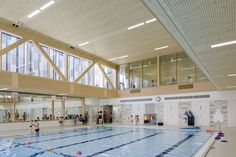 Multifunctional swimming pool complex De Geusselt  / Slangen+Koenis Architects