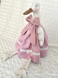 1 million+ Stunning Free Images to Use Anywhere Handmade Dolls Patterns, Doll Sewing Patterns, Handmade Toys, Sewing Stuffed Animals, Stuffed Toys Patterns, Fabric Animals, Plush Pattern, Fabric Toys, Child Doll