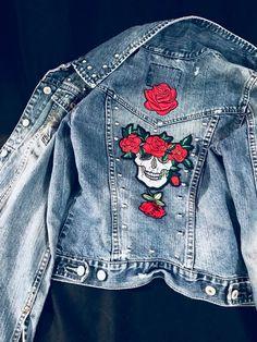 Studded Denim Jacket, Studded Jean Jacket, Small, Skull with roses back patch Studded Denim Jacket, Demin Jacket, Gucci Jean Jacket, Jean Rose, Looks Jeans, Diy Vetement, Denim Ideas, Embellished Jeans, Painted Clothes