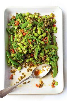 Linzensalade met groene groente. Recept op elleeten.nl | ELLE Eten