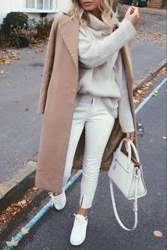 78144b22a74 Mode femme automne hiver tout en blanc avec un long manteau camel