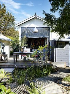 <p>Between the painting covered walls, a mix of ephemera through out the house, and a distinctly bohemian vibe, this Byron Bay home of David and Yuge Bromley has plenty of eclectic charm.  The Design