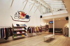 Inside the supreme paris store supreme store, paris Shop Interior Design, Retail Design, Store Design, Display Design, Paris Store, Paris Shopping, Visual Merchandising, Supreme Paris, Supreme Store