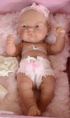 Realistické miminko-holčička Pituv kufřík od Antonio Juan ze Španělska