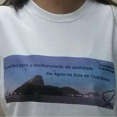 Camiseta que foi uma das recompensas da nossa campanha de crowndfunding. #baiadeguanabara #labhidroufrj #ufrj #riodejaneiro #errejota #agua #analisedeagua #guanabarabay #estampa #camisa #thefabulousproject #crowndfunding